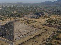 Vista Aerea Piramide del Sol y de la Luna 03