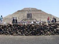 Piramide del Sol y Muro Piedra